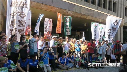 2020東京奧運台灣正名行動小組3日上午赴中選會遞件,並先舉行記者會。(圖/記者盧素梅攝)