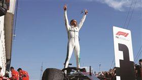 16:9 車訊網/F1戰報!衛冕冠軍以二連勝迎接暑假