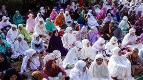 伊斯蘭教重大節日「開齋節」,大量穆斯林湧入台北清真寺。資料照/記者林敬旻攝