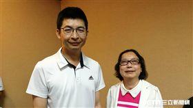 楊先生(左)與梅女士(右)皆是紅斑性狼瘡合併肺出血患者,同樣接受支氣管鏡肺沖洗術找出真正病因再行治療,順利出院。(圖/記者楊晴雯攝)