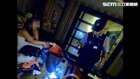 印尼籍女移工裹浴巾色誘警員不成,仍被警方查獲K他命及毒咖啡包等毒品(翻攝畫面)