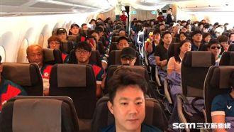 機上獻驚喜 小英:歡迎亞運英雄回家
