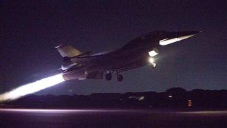 迎亞運英雄 F-16投熱焰彈美呆了