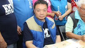 高思博完成台南市長選舉登記(1)國民黨籍台南市長參選人高思博(左)29日上午前往台南市選舉委員會,完成參選登記。中央社記者楊思瑞攝 107年8月29日