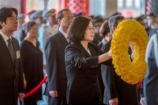 總統蔡英文3日赴忠烈祠主持「中華民國一零七年秋祭忠烈殉職人員典禮」。(圖/總統府提供)