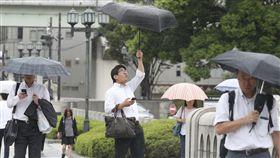 日本如臨大敵!颱風「燕子」登陸四國 威力25年來最強 圖/美聯社/達志影像