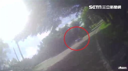彰化139線道,18歲少年自摔遭撞安全帽噴飛命危/翻攝畫面