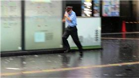 燕子颱風肆虐!日災情頻傳 京都車站天花板掉落釀3傷 圖/翻攝自推特
