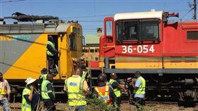 南非「火車相撞」 至少100人受傷 南非,火車,約翰尼斯堡 翻攝自推特