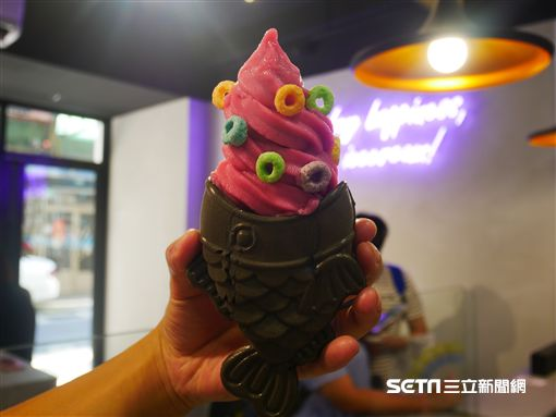 鯛魚燒冰淇淋。(圖/記者馮珮汶攝)
