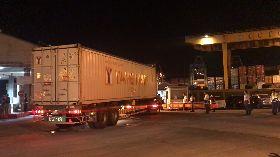 核四第2批燃料棒 深夜運抵基隆港
