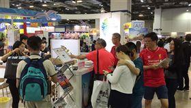 台灣在星國推觀光接地氣入境隨俗新加坡旅展中推台灣觀光,觀光局駐星人員也要熟悉星馬地區與台灣的中文語彙差異,才能入境隨俗接地氣,不致發生雞同鴨講有趣場景。中央社記者黃自強新加坡攝 107年8月8日