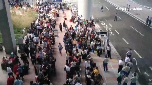 大排長龍等搭船! 台旅客關西機場受困