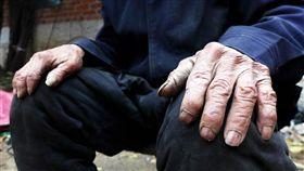 髒手、手、老人的手示意圖/pixabay