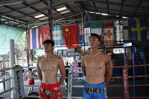 主持人在泰國學泰拳