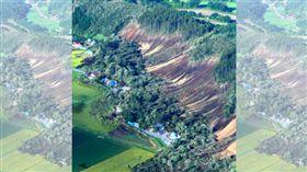 北海道強震造成厚真町山坡崩落。(圖/翻攝朝日新聞)