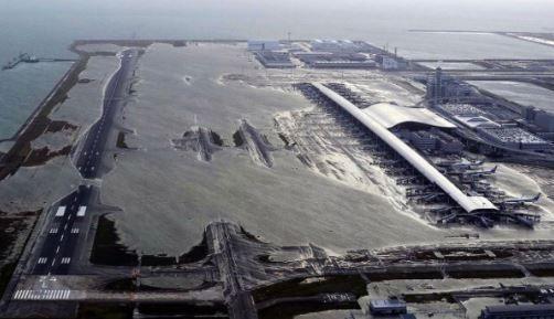 關西機場淹成孤島 9/11前航班全取消(圖/翻攝自@yamakado推特)