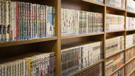 漫畫、書架(圖/翻攝自Pixabay)