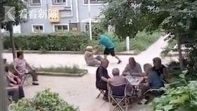 逆子掌摑80歲養母 狂言「我打你又怎樣」鄰居冷血打麻將(圖/翻攝自看看新聞)