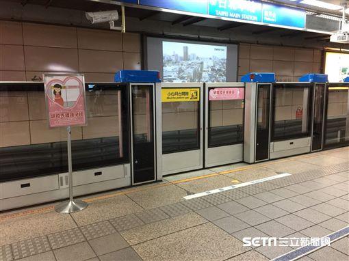 台北捷運,孕婦親子優先候車,孕媽咪,好孕貼紙,親子車廂,/北捷提供
