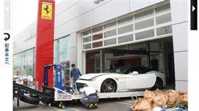 損失慘重的法拉利(Ferrari)專賣店。(圖/翻攝自《產經新聞》)