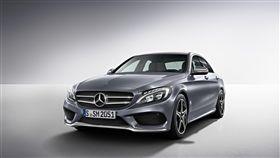 入手C-Class指定型號可享「一年乙式保險+三年保養」。(圖/Mercedes-Benz提供)