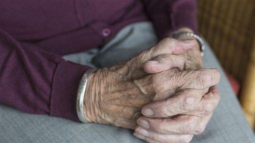 老母親、老人、老太太示意圖/pixabay