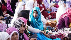 伊斯蘭教重大節日「開齋節」,大量穆斯林湧入台北清真寺。(圖/記者林敬旻攝)