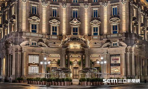 全球最美星巴克在義大利米蘭。(圖/取自Starbucks Partners臉書)