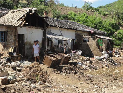北韓傳出遭連日豪雨侵襲,造成大洪水釀76死75失蹤。(圖/翻攝自《ifrc.org》官網)