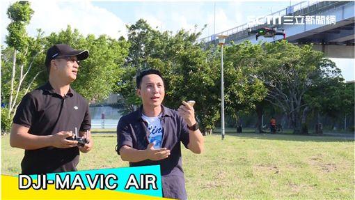 主持人雲爸與來賓空拍達人Allen以及電獺少女小依開箱今年網路上討論度最高的空拍機。 外景特派員Allen與岳教練實測空拍機性能。 介紹空拍機飛手必備APP「Skysentry」
