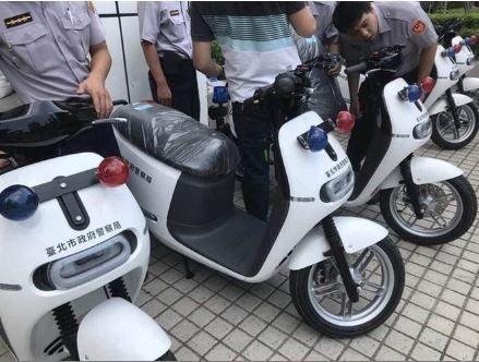 第一批超潮警車!晉升電動車gogoro 成抓嫌新利器(圖/翻攝自爆廢公社)