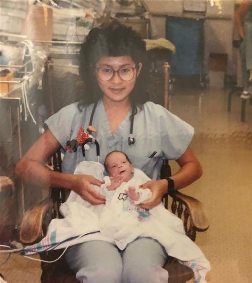 新來醫生好眼熟…竟是當年顧的早產兒早產兒,重逢,暖心https://www.facebook.com/stanfordchildrens/posts/10156596936912661