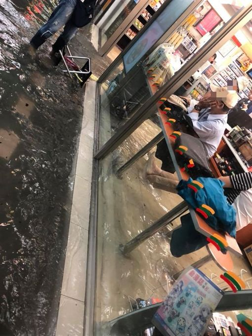 台北市,新生南路,暴雨,積水,超商
