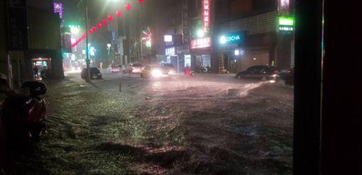 暴雨,積水,淹水,基隆 圖/翻攝畫面