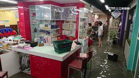 暴雨淹進地下室!連鎖超市商品慘泡水