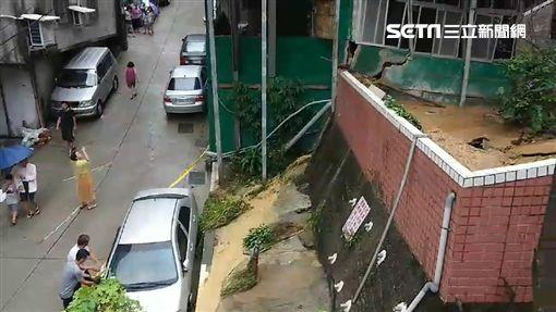 基隆新西街一處民宅 圍封鎖線恐倒塌