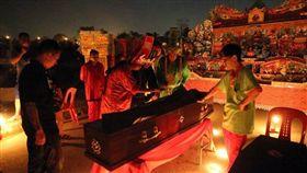 躺棺,冥屋,轉運,新加坡,地藏王,菩薩,母親 圖/翻攝自馬來西亞《聯合晚報》 https://www.zaobao.com.sg/node/889776