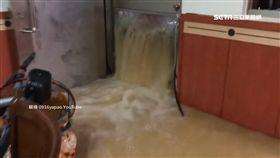湍急泥流淹家園 新西街住戶托腮坐客廳 SOT 基隆,大雨,淹水