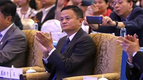 即將宣布退休? 馬雲:你很快就會知道中國最大電商阿里巴巴創辦人兼執行長馬雲7日接受外媒專訪時,透露會比微軟創人比爾蓋茲更早退休,並向主持人稱:「你很快就會知道。」(中新社提供)中央社 107年9月7日