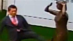 日人踹台南慰安婦銅像 謝龍介北上抗議:台灣人不是軟腳蝦 合成圖翻攝自謝龍介臉書