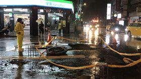 西門町人孔蓋暴衝 北市府:瞬間雨量過大