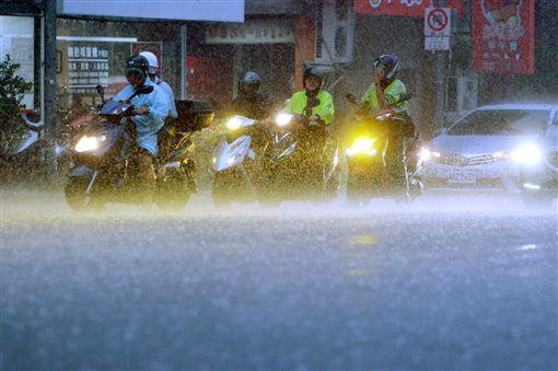 暴雨下不停 北北基13行政區淹水一級警戒