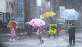熱低壓影響 北市陣陣滂沱大雨