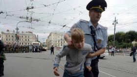 俄鎮壓掐童1600