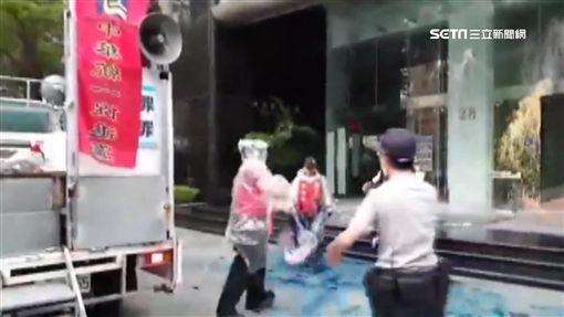 不滿慰安婦銅像遭踹!日本交流協會被潑漆