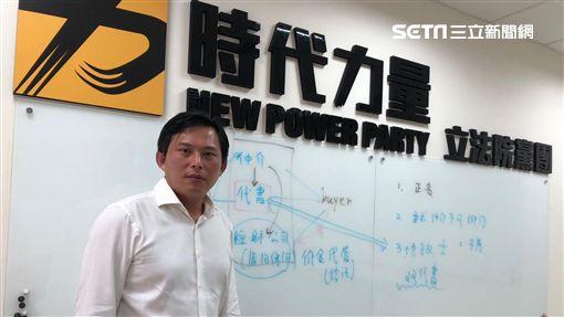時代力量立委黃國昌指出,政府對於買賣房的契約書陷阱,沒有魄力稽查。(圖/記者蔡佩蓉攝影)