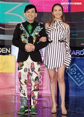 第53屆金鐘獎頒獎典禮主持人黃子佼、侯佩岑亮相。(記者邱榮吉/攝影)