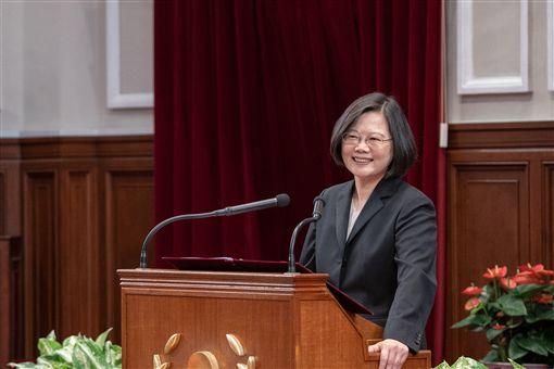 蔡英文總統11日上午接見國際獅子會台灣總會MD300各區總監及領導獅友。(圖/總統府提供)