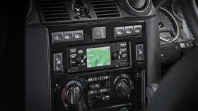Jaguar Land Rover開發1Din主機。(圖/翻攝Jaguar Land Rover網站)
